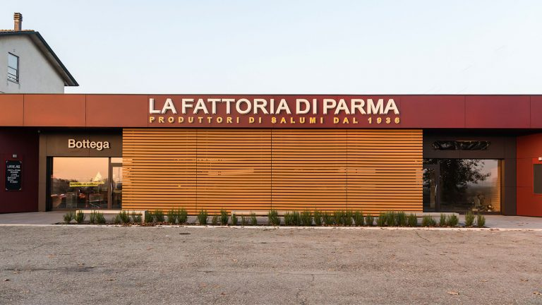 Prosciuttificio di Parma La Fattoria facciata panoramico fronte