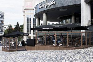 Starbucks esterno panoramica